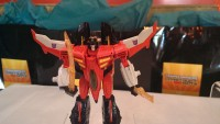 Transformers News: SDCC 2013 Coverage: Generations Starscream and Scoop, ConstructBots Predaking