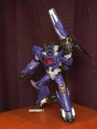 Transformers News: In-Hand Images: Transformers Prime Beast Hunters Voyager Shockwave
