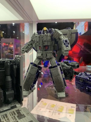 #SDCC2019 Additional Images of Transformers Siege Astrotrain