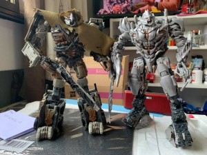 Comparison Image Between Studio Series Leader Megatron and Voyager Megatron
