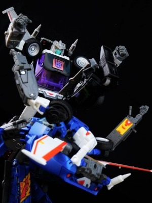 Transformers News: Video Review - Takara Tomy Transformers Masterpiece MP-25L Loudpedal