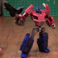 Transformers Generations: Fall of Cybertron Deluxe Optimus Prime Video Review