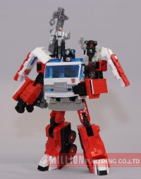 Transformers News: New Images: Million Publishing Exclusive Transformers Generations Artfire