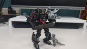 New In-Hand Images - Transformers Studio Series Drift with Baby Dinobots
