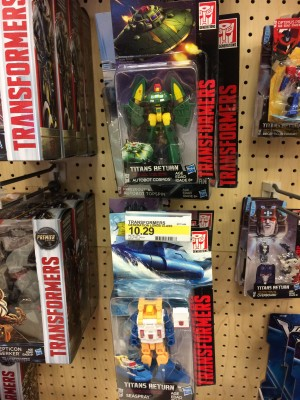 Titans Return Legends Class Seaspray and Cosmos Found at Retail