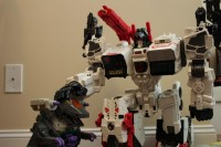 Transformers News: Pictorial Review: Transformers Generations Titan Class Metroplex with Scamper