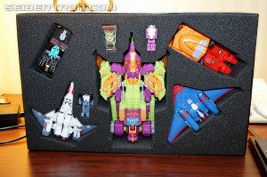 New Gallery: BotCon 2014 Transformers Pirates vs Knights Boxset, Attendee Exclusive, Custom Class