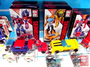 Transformers News: First live images of the Transformers Generations Cyber Series toys