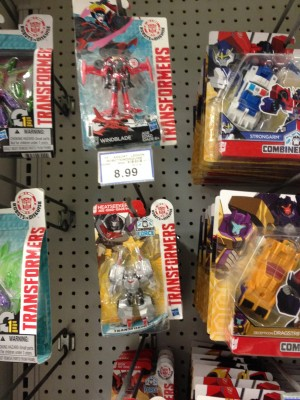 Robots in Disguise Legions Class Heatseeker and Cyclonus Found in Canada