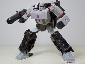 Images and Review for Transformers Earthrise Megatron
