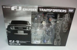 Transformers News: In-Package Images Takara Tomy Transformers Toyota FJ Cruiser Optimus Prime Gray Version