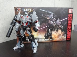 New Images of Flame Toys Furai Model IDW Autobot Version Megatron With Packaging