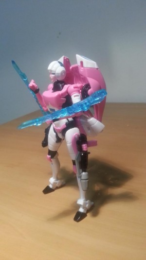 Transformers News: In-Hand Images - Transformers Generations Deluxe Arcee