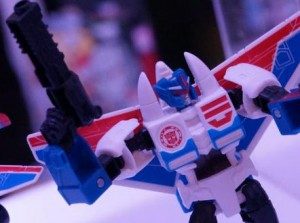 NYCC 2016 Transformers: Robots in Disguise Video featuring Combiner Force Products and More