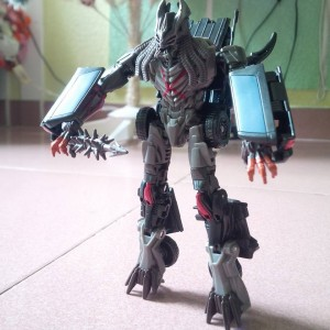 More Leaks of Transformers: The Last Knight Toys: Bumblebee, Berserker, Barricade Box