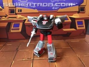 New In Hand Images of Transformers Earthrise Deluxe Class Bluestreak