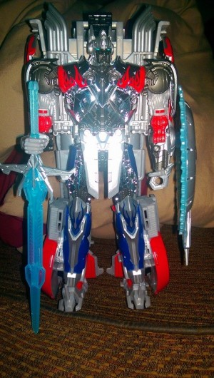 Target Exclusive Platinum Edition Optimus Prime (First Edition Mold) Found at Retail - Updated With In-Hand Alt Mode Images