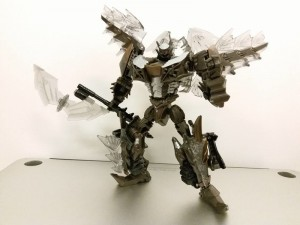 In-Hand Images of Transformers: The Last Knight Universal Studios Snarl