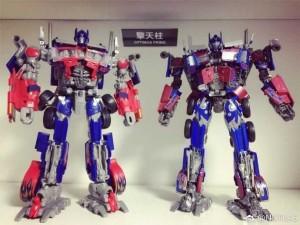 Transformers News: Comparison Images Between MPM 04 Optimus Prime and ROTF Leader Optimus Prime