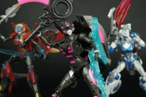 New Galleries: SDCC 2015 Combiner Hunters Arcee, Windblade and Chromia