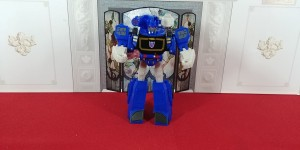 Video Review of Transformers Cyberverse Warrior Class Soundwave