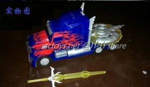 Transformers News: Transformers: Age of Extinction Optimus Prime In-Hand Image