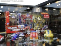 Transformers News: BotCon 2011 Coverage - TRU Exclusive War For Cybertron 3 Pack