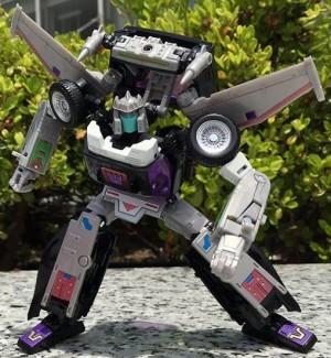 TakaraTomy Transformers Masterpiece MP-25L Loudpedal In Hand