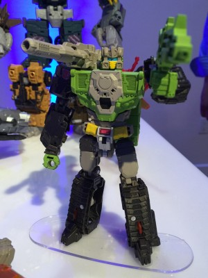 Chinese Video Review of Titans Return Hardhead