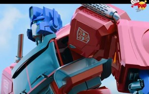 Transformers News: Transformers Evergreen Designs Featured in Bily y Maik Commercial