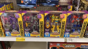 Transformers News: New Cyberverse Transformers Sightings in US with 2020 Deluxes, Ultra Class and Warrior Figures