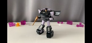 New Video Review of Transformers Earthrise Deluxe Class Barricade