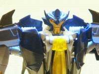 Transformers News: In-Hand Images: Transformers Prime Voyager Dreadwing