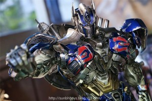 In-Hand Photos of Comicave AoE Optimus Prime