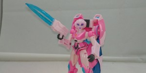New Video Review of Transformers Cyberverse Deluxe Arcee