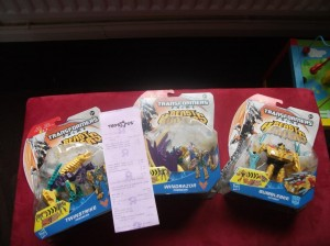 Upscaled Beast Hunters Deluxes Sighted at UK Retail: Windrazor, Twinstrike, Bumblebee, Smokescreen