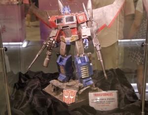 Hot Toys G1 Optimus Prime Starscream Version Video Clip Look from STGCC