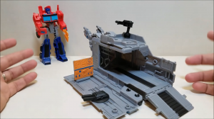 English review of Cyberverse Battle Base Trailer with Warrior Optimus Prime