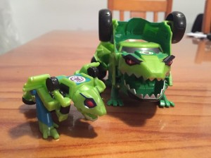 Pictorial Reviews of New Legion Starscream and Springload from Robots in Disguise