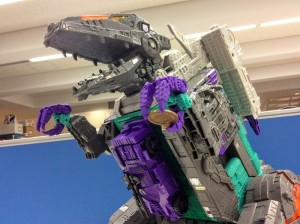 New In-hand images of Takara LG-43 Dinosaurer (Trypticon)