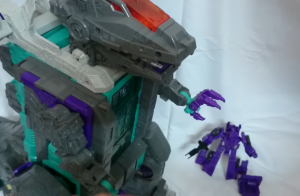 Quick In-Hand Video of Transformers Titan Class Trypticon / Legends LG43 Dinosaurer