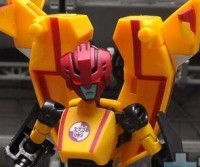 Transformers News: BotCon 2011 Drag Strip In-Hand Images