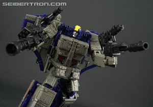 War for Cybertron: Siege Astrotrain Video Review