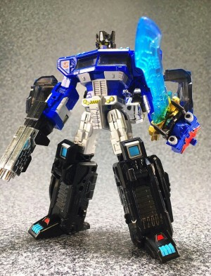 More Images of e-HOBBY Magna Convoy Exclusive