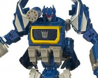 Generations Soundwave, Red Alert, Megatron and Darkmount deluxe figures in stock at toysrus.com