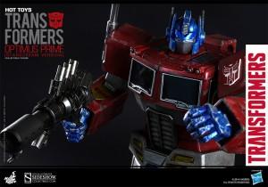 New Official Images: Hot Toys Optimus Prime (Starscream Version)