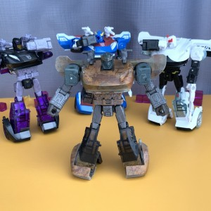 Video Review for Netflix Transformers Barricade Sparkless Version
