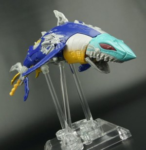 New Gallery: Transformers Generations Voyager Sky-Byte and Club Scourge Gallery Update