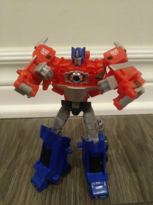 Transformers News: Pictorial Review for Deluxe Optimus Prime from Transformers Cyberverse