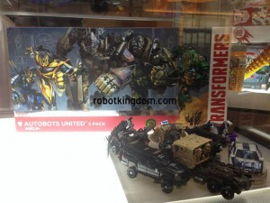 BotCon 2014 Coverage: Hasbro Display Cases Sneak Peek - Age of Extinction Box Sets and More